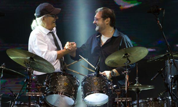 Sandro e Netinho - solo de bateria